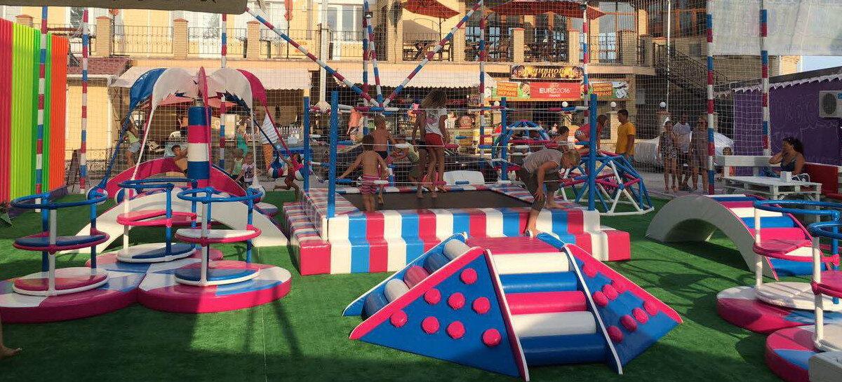 ca03a046314c Детский дворик в Коблево на море — детская площадка и гриль-бар