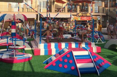 Детский дворик в Коблево на море — детская площадка и гриль-бар