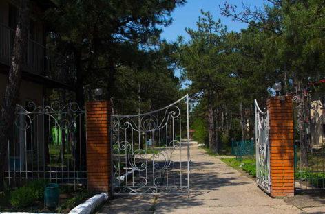 Кемпинг Сосновый Бор в Коблево — коттедж № 7. Хвоя и море. Узнайте!
