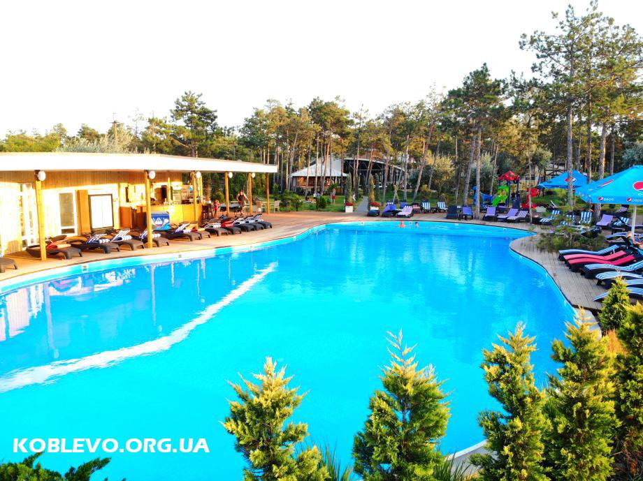 бассейн коблево отель