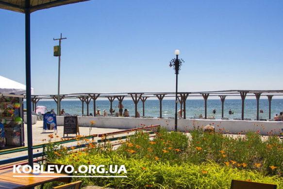 Черноморец в Коблево — домики, номера, питание. Выход на пляж с территории базы отдыха