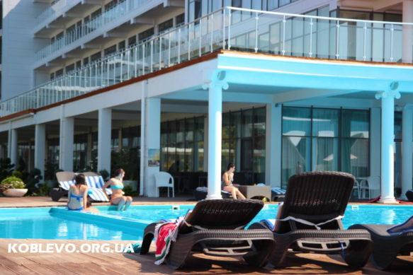 De La Vita — отельный комплекс с выходом на пляж. Номера и домики. Бассейн, ресторан..