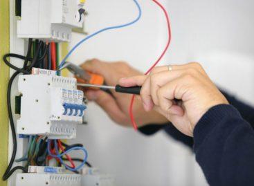 Ищу работу электриком с июня по сентябрь. Сезонная работа