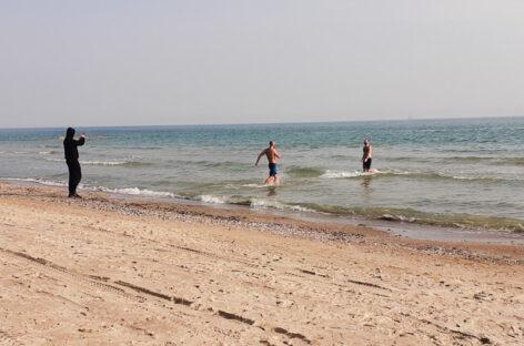 На море в Коблево уже купаются. Несколько фото, день перед Пасхой