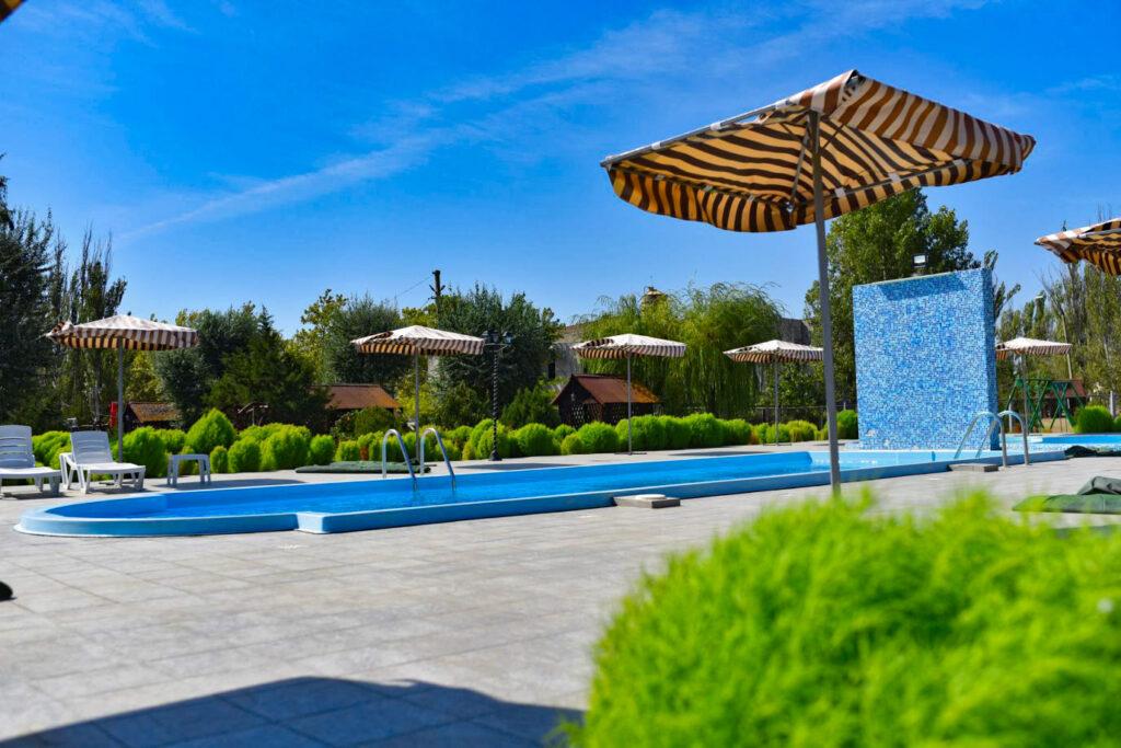 Отель бассейн коблево